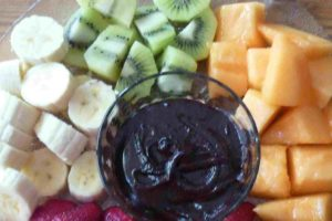 fresh-fruit-with-chocolate-dipping-sauce
