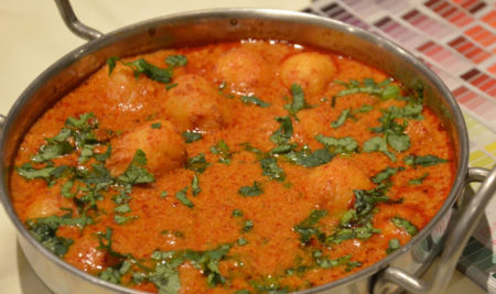 Dum Aloo (Baked Potatoes in Rich Gravy)